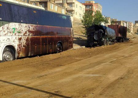 واژگونی تانکر حمل سوخت مازوت در مسیر بلوار دکتر حسینی سنندج